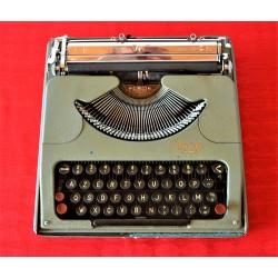 Machine à écrire mécanique,...