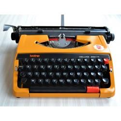 Machine à écrire mécanique...