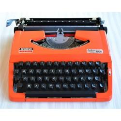 Machine à écrire orange...