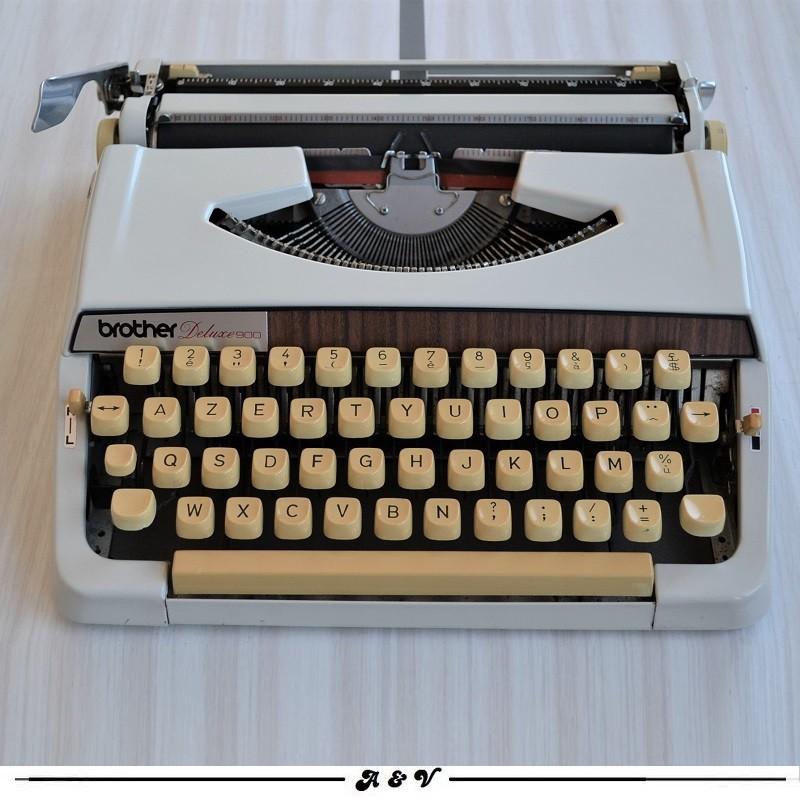 Machine à écrire Brother Deluxe 900