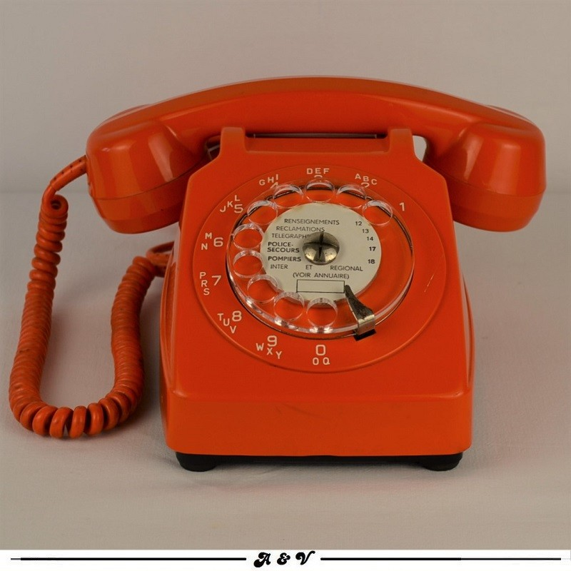 Téléphone orange à cadran Socotel S63