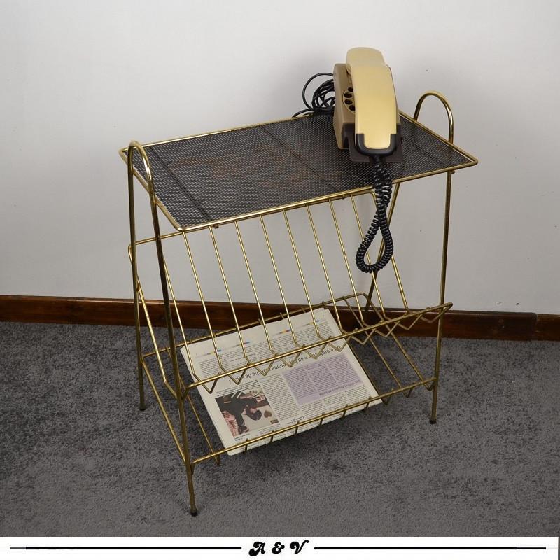 Bout de canapé Porte revues vintage 60s