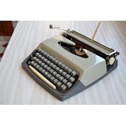 Machine à écrire de voyage...